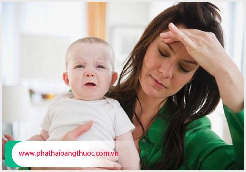 Biểu hiện của trầm cảm sau sinh là gì? Có nguy hiểm không?